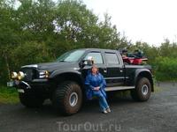 А на таких транспортных средствах сюда ездят местные жители...