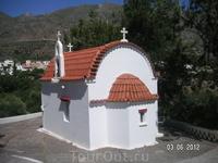 Дорожная церквушка. Снимок из автобуса