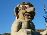 Гигантский тролль встречающий и провожающий гостей на норвежской границе.