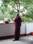 Парпинг.Храм Ганеши и Сарасвати во время службы зазвонил телефон у монахини.Она вышла из зала и долго о чем о беседовала