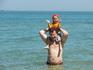 Какой восторг - я на папе выхожу в море!