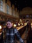 Знаменитая столовая, где снимался фильм о Поттере, украшена портретами знаменитостей, получивших образование в этом колледже, в том числе - королевы Елизаветы ...