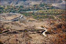 С точки зрения географии это одно длинное ущелье, по которому раньше шел главный торговый путь. Неудивительно, что на этом пути построено много крепостей ...