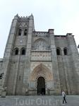 Автором проекта собора был французский архитектор Fruchel, который привнес в первоначальный план собора немного французской готики. Готический главный ...