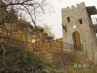 Медовые водопады; декоративное карачаевское подворье; сторожевая башня