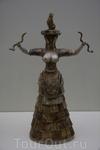 Малая Богиня со змеями .Ираклионский Археологический музей.