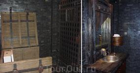 Туалет. Обратите внимание на дверь на против унитаза (который в сундуке). Так вот, как только вы расслабляетесь, то в окошке появляется изображение пирата ...