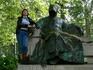 Я и Анонимус Напротив барочного дворца находится памятник Анонимусу, неизвестному монаху-летописцу первой половины 12 века, написавшему исторический труд ...