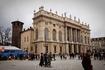 Замок Мадама в Турине,  примечателен тем, что с одной стороны фасад в стиле Барокко, а  обратной больше похоже на средневековый грубый замок.