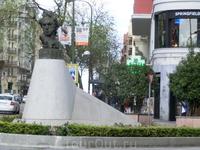 А это памятник самому Гойе. Кроме этого памятника у одноименного метро в Мадриде есть еще как минимум два - первый,самый знаменитый, у входа в музей Прадо ...