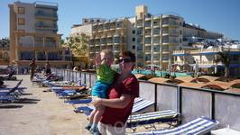 вид с пляжа - на отель