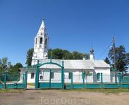 Покровская церковь с близкого расстояния