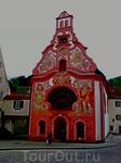 Госпитальная церковь Святого Духа в Фюссене . Считается, что она с 1749 года успешно защищает город от пожаров. Внутри красивые фрески