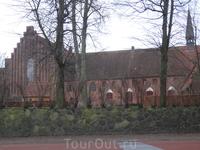 Христианский храм в центре города. Как и должно быть в старой доброй Европе...