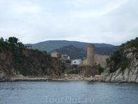 Путешествие на кораблике из Калельи в Тоссу де Мар и обратно. Тосса де Мар. Вилла Велья