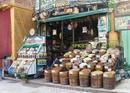 Асуан - базар. Разбирались бы в специях - накупили бы. А так решились только на старый добрый каркаде и кое-что по мелочи.