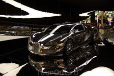 Бугатти! Мечта миллиардеров и королева экспозиции в павильоне одного автомобиля.