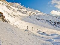 Мекка сноубордистов: Rendl Beach это фан-парк, где находится множество элементов для оттачивания техники и прыжков: трамплины, хаф-пайп, квотер-пайп и многие другие.