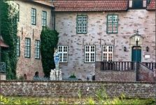 """Замок в Бад Бедеркезе какой то """" картонный"""", а вот рыцарь с точно обозначенным местом куда надо бить подкупил."""