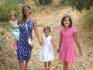 С дочками гуляем по оливковой роще
