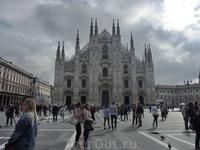 Конечно же главное сооружение Милана его собор, Duomo di Milano, Собор Рождества Девы Марии (Cattedrale di Santa Maria Nascente). Он поражает с первого ...