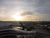 Утро в Таллине. На самом деле паром в пути лишь 3 часа, и обычно всю ночь стоит в порту Таллина
