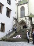 Мы подошли собору святого Вита, на ступенях которого снимали какой-то рекламный ролик.