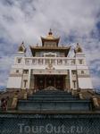 главная жемчужина Элисты - Золотая обитель  будды Шакьямуни