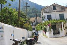Мотоцикл- излюбленное передвижение островитян.