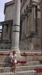 Не удержалась, посидела на древних ступенях. Все же 4 век