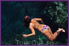 Под русалкой глубина 15 метров.Прямо у трапа пирса.