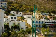 Остров Тилос. На острове живут всего 552 человека, на острове 1 школа, 1 заправка и всего 2 населенных пункта: Мегало хорье и Микра хорье (Большая и малая ...