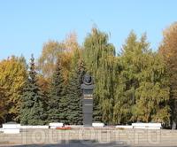 Памятник космонавту Беляеву