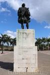Статуя губернатора города Николоса де Овандо на Площади Испании