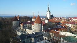 Городская стена и башни.Морской порт.
