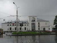 Железнодорожный  вокзал  в   Великом Новгороде.