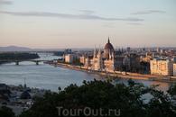 Вид с крепостного холма на Дунай.