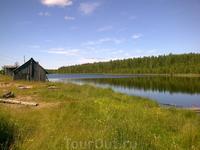 Деревенская баня на берегу ламбы (ламба - лесное непроточное озеро)