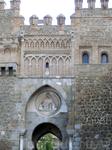 Ворота Солнца (Puerta del Sol) созданы арабами в XII веке. В XIV веке они были реконструированы. Это строение состоит из двух башен квадратного и круглого сечения. Между башнями по центру расположена