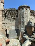 В подземельях замка, как и положено уважающему себя замку, была темница. Известно, что в 17 веке в замке Кока в заточении, после попытки объявить себя королем Андалусии, находился герцог Гаспар Алонсо