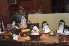 Марципан придуман монахинями монастыря Сан-Клементе. Вся история описана  на фото выше. Толедский марципан - такой небольшой кусочек теста, который получают ...