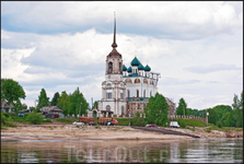 Благовещенский собор — построен на деньги и под надзором Аники Строганова в 1560—1584 годах. Это одна из немногих дошедших до нас северных церквей XVI ...