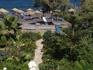 Тропинка из нашего уютного отеля к пляжу Камари.