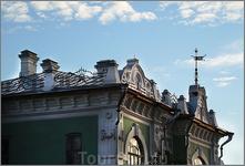 крыша дома купца Ефремова (на флюгере дата - 1911)