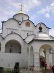 Покровский собор, возведённый неизвестными мастерами в 1518 году. В высоком подклете собора размещается усыпальница знатных монахинь. Это торжественный ...