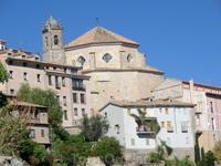 Со смотровой площадки собора хорошо видна церковь Святого Петра. Церковь пережила за свое существование множество реконструкций. Предположительно первоначально ее построили на месте бывшей мечети чере