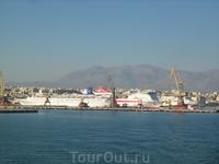 Вид на порт с моря -1 .