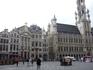 Брюссель. Старинные  дома и Городская  Ратуша  на  Гран- Плас.