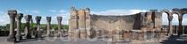 Первым делом — грандиозные развалины Звартноца. Огромный храм простоял всего триста лет, с 7 по 10 век нашей эры и, вполне традиционно для Армении, был уничтожен землетрясением.
