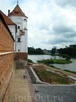 Архитектура Мирского замка XVI века имеет черты белорусской поздней готики. В 1580-1590-е годы замок перестроен в стиле ренессанса в княжескую загородную ...